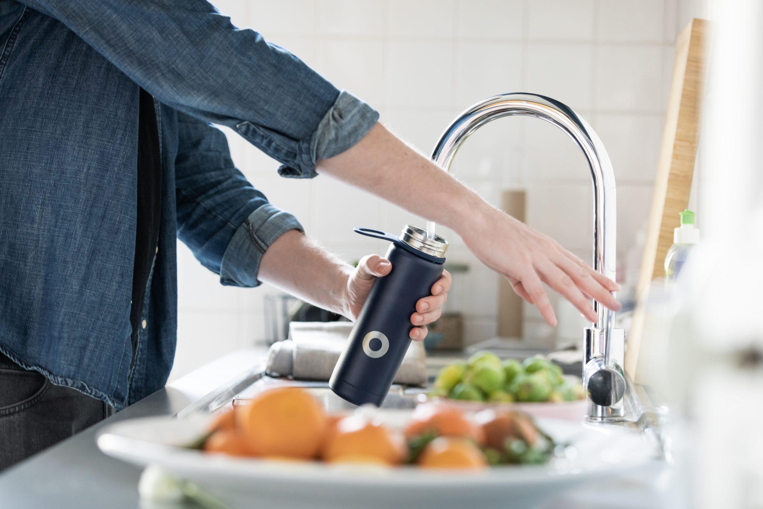 Boire un grand verre d'eau le matin au réveil permet de faire circuler l'énergie.