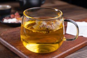 L'infusion à la menthe poivrée est une bonne alternative au café.
